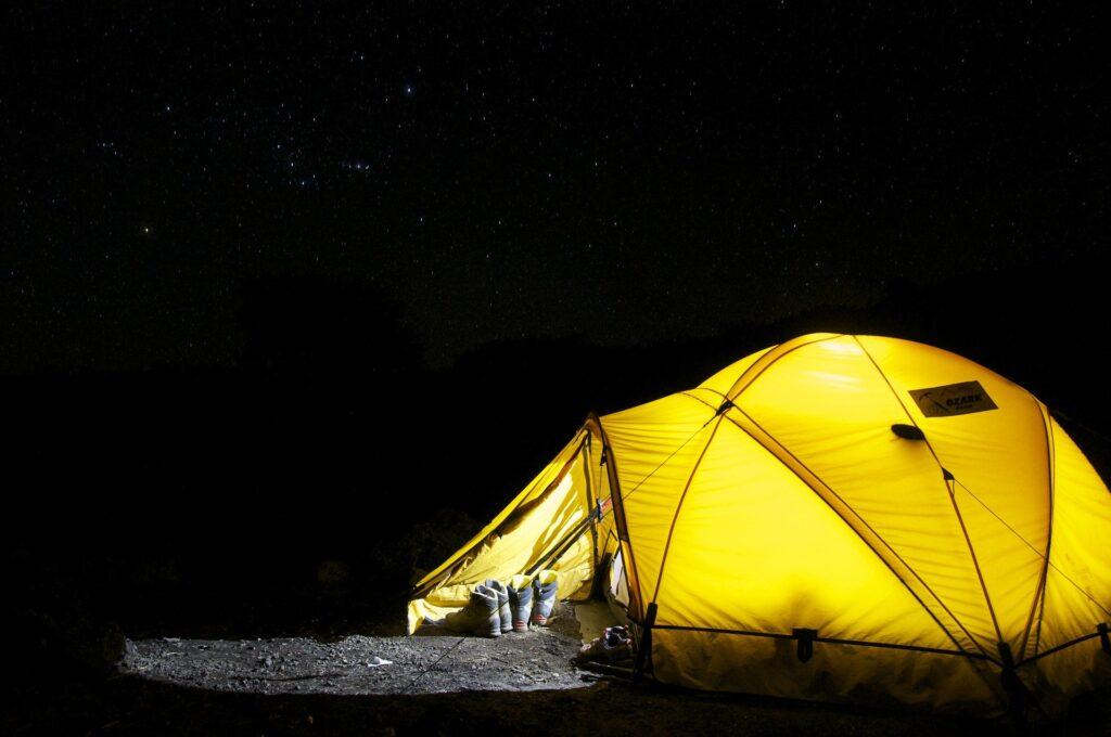 nattehimmel og telt